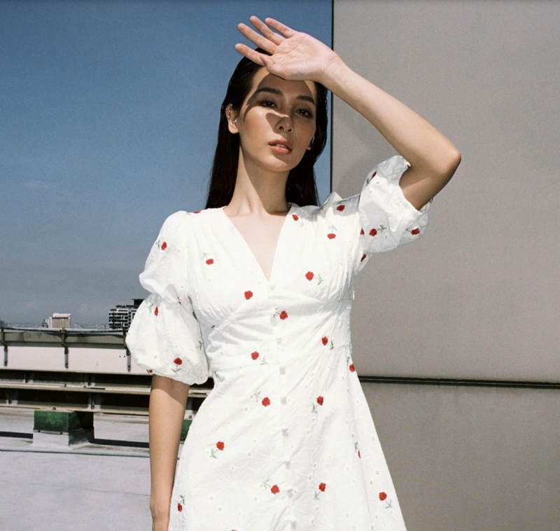 Embroidered Puff Sleeves Button Up Dress. (PHOTO: Pomelo)