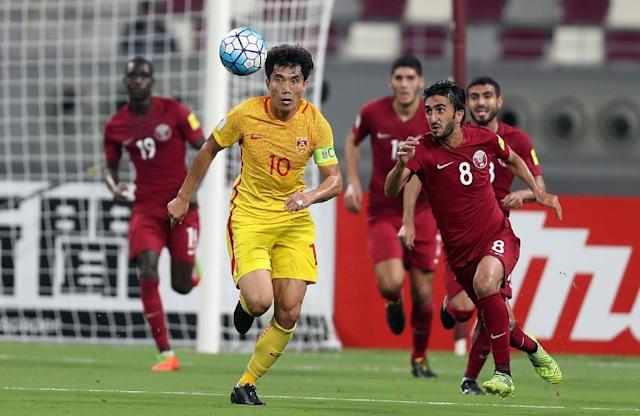 China's Zheng Zhi fights for the ball during the FIFA World Cup 2018 qualification football match between Qatar and China at the Khalifa International Stadium in Doha on September 5, 2017 (AFP Photo/KARIM JAAFAR)