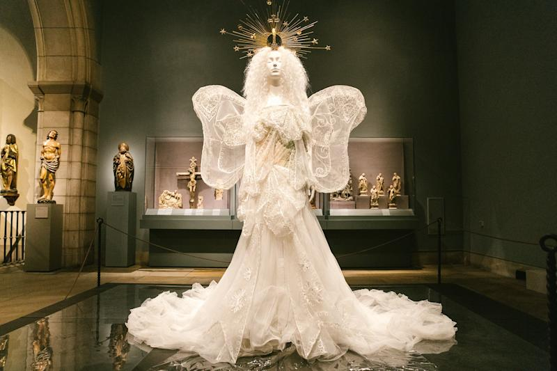 House of Dior (French, founded 1947). John Galliano (British, born Gibraltar 1960). Evening Ensemble, Autumn/Winter 2005–6 Haute Couture. White silk tulle, embroidered white silk, and metal thread.