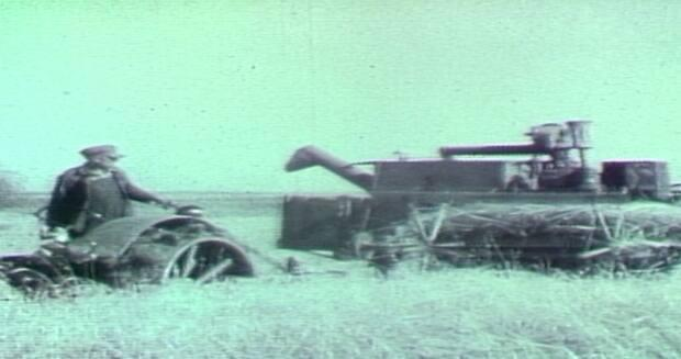 Images from early harvests in Saskatchewan can be seen in this archival footage from CBC News.  (CBC Archives - image credit)