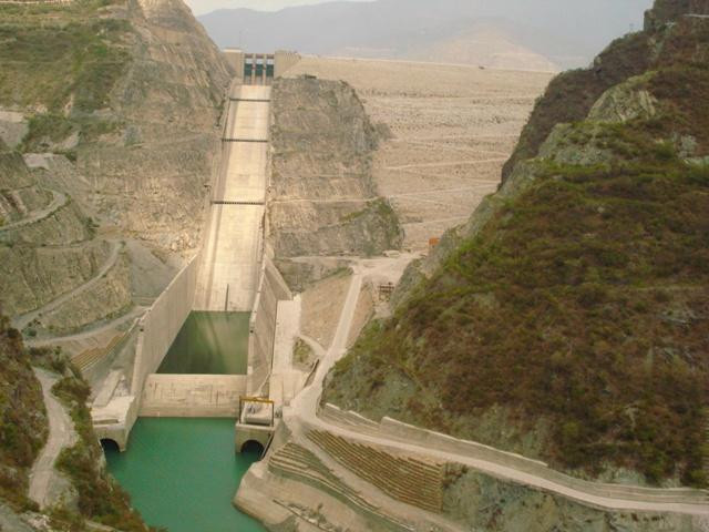 The Tehri Dam is a multi-purpose rock and earth-fill embankment dam on the Bhagirathi River near Tehri in Uttarakhand, India. It is the primary dam of the Tehri Hydro Development Corporation Ltd. and the Tehri hydroelectric complex. The dam is a 260 metres (850 ft) high rock and earth-fill embankment dam. Its length is 575 metres (1,886 ft), crest width 20 metres (66 ft), and base width 1,128 metres (3,701 ft). [Photo: By Arvind Iyer from Mumbai [CC-BY-SA-2.0 (http://creativecommons.org/licenses/by-sa/2.0)], via Wikimedia Commons}