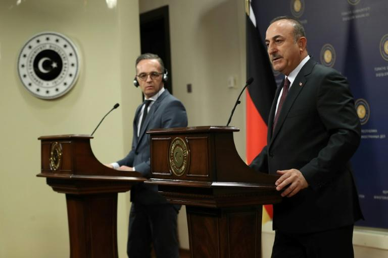 Turkish Foreign Affairs Minister Mevlut Cavusoglu (R) and his German counterpart Heiko Maas give a joint press conference after their meeting (AFP Photo/Adem ALTAN)