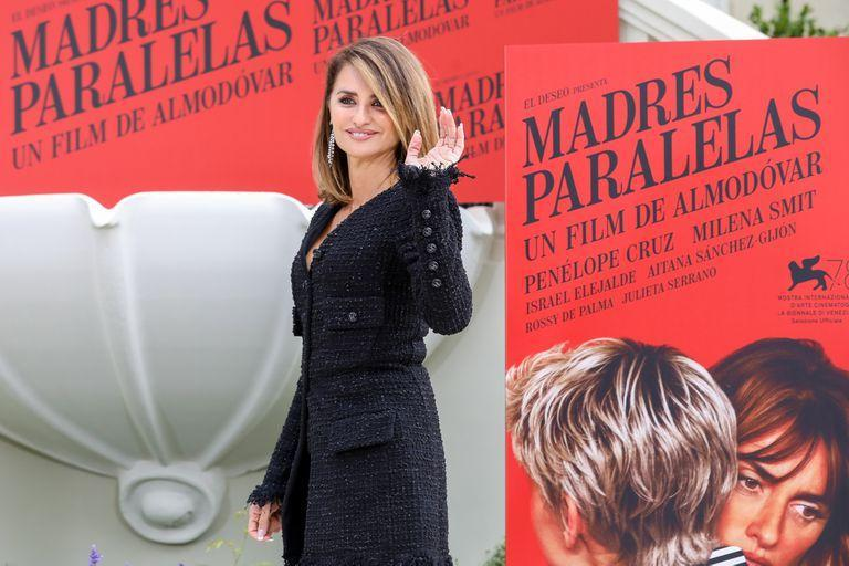04 October 2021, Spain, Madrid: Spanish actress Penelope Cruz poses for a picture during the premiere of 'Parallel Mothers'. Photo: Marta Fernández Jara/EUROPA PRESS/dpa