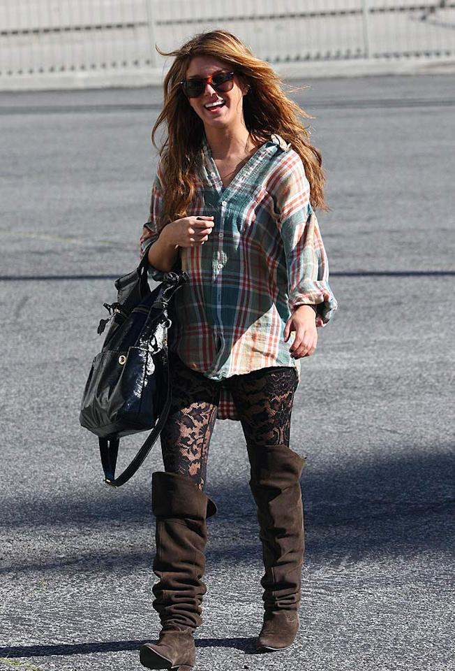 "Shouldn't ""90210"" star Shenae Grimes be able to afford a mirror? Manoukian/<a href=""http://www.infdaily.com"" target=""new"">INFDaily.com</a> - January 13, 2009"