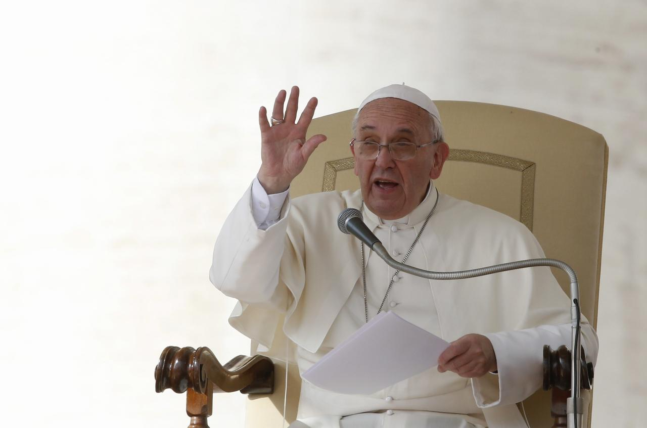 Pope Francis gestures during his Wednesday general audience in Saint Peter's Square at the Vatican October 16, 2013. REUTERS/Stefano Rellandini (VATICAN - Tags: RELIGION)