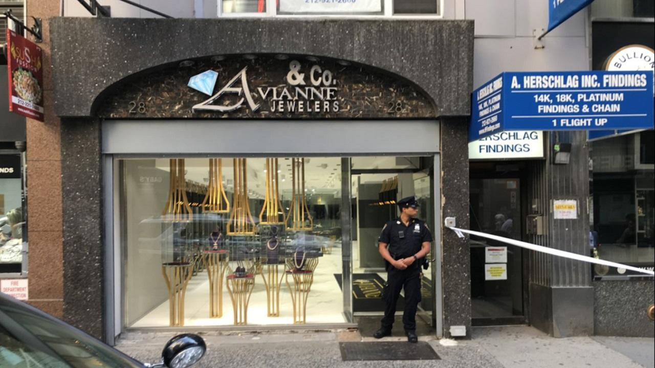 Employees tied up in jewelry store robbery in Midtown ...