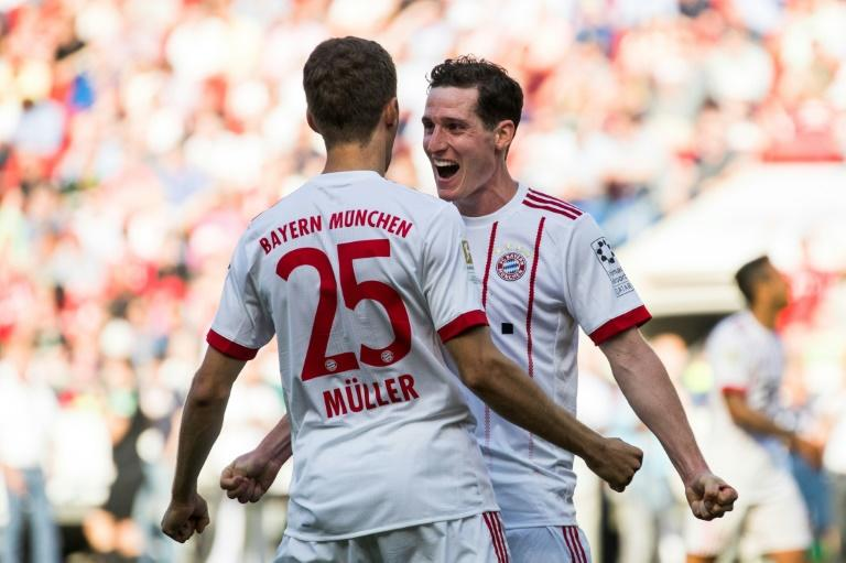 Bayern Munich's Germany midfielder Sebastian Rudy (R) is set to join Schalke for 16 million euros ($18.2m), according to reports on Sunday