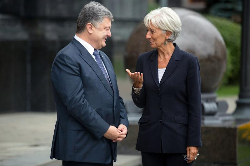 Ukrainian President Petro Poroshenko speaks to Managing Director of the International Monetary Fund (IMF) Christine Lagarde during a meeting in Kiev in 2015 (AFP Photo/Mikhail Palinchak)
