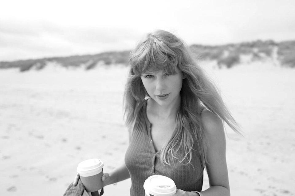 Taylor Swift Celebrates 1-Year Anniversary For Folklore With Alternate Version of 'The Lakes'