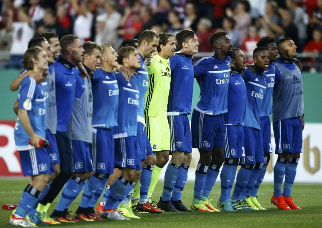Football Soccer - FSV Zwickau v Hamburger SV -German Cup (DFB Pokal) -Sportforum Eckersbach, Zwickau, Germany - 22/8/16. Players of team Hamburger SV celebrate victory. REUTERS/Axel Schmidt DFL RULES TO LIMIT THE ONLINE USAGE DURING MATCH TIME TO 15 PICTURES PER GAME. IMAGE SEQUENCES TO SIMULATE VIDEO IS NOT ALLOWED AT ANY TIME. FOR FURTHER QUERIES PLEASE CONTACT DFL DIRECTLY AT + 49 69 650050.