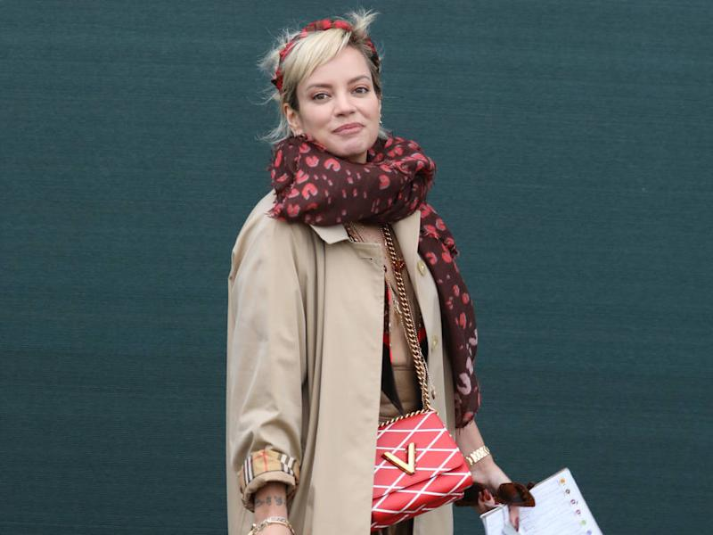 Lily Allen offers to pay fans to promote her music