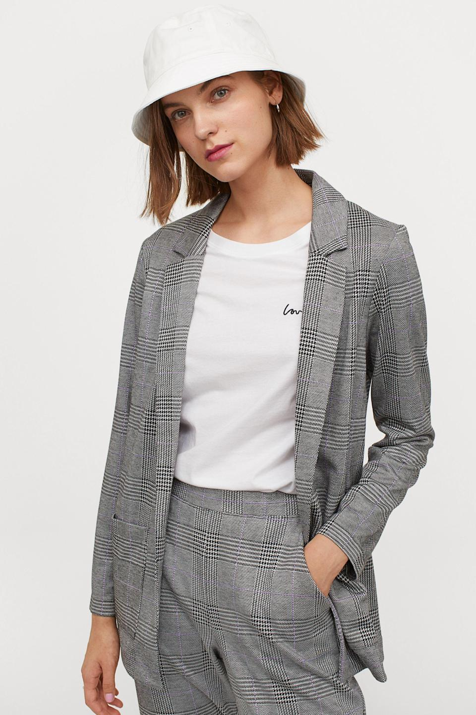 """<p><strong>H&M</strong></p><p>hm.com</p><p><strong>$34.99</strong></p><p><a href=""""https://go.redirectingat.com?id=74968X1596630&url=https%3A%2F%2Fwww2.hm.com%2Fen_us%2Fproductpage.0854602009.html&sref=https%3A%2F%2Fwww.goodhousekeeping.com%2Fclothing%2Fg33473194%2Ftransitional-clothing-summer-to-fall%2F"""" rel=""""nofollow noopener"""" target=""""_blank"""" data-ylk=""""slk:Shop Now"""" class=""""link rapid-noclick-resp"""">Shop Now</a></p><p>A blazer-style jersey jacket is a great way to add some sophistication and style to any look — not to mention it's the perfect solution for when it's getting a little nippy outside, but it's not quite time to bust out those heavy fall jackets and coats. </p>"""
