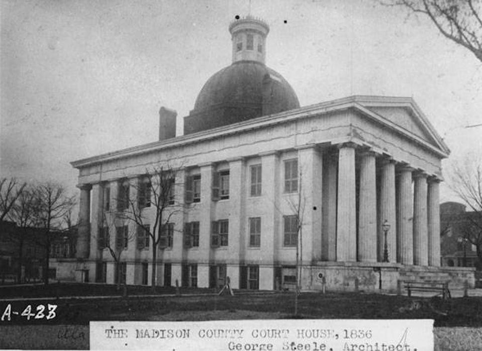 A historical black-and-white photo of the Madison County court house in Huntsville, Alabama. (Public domain)
