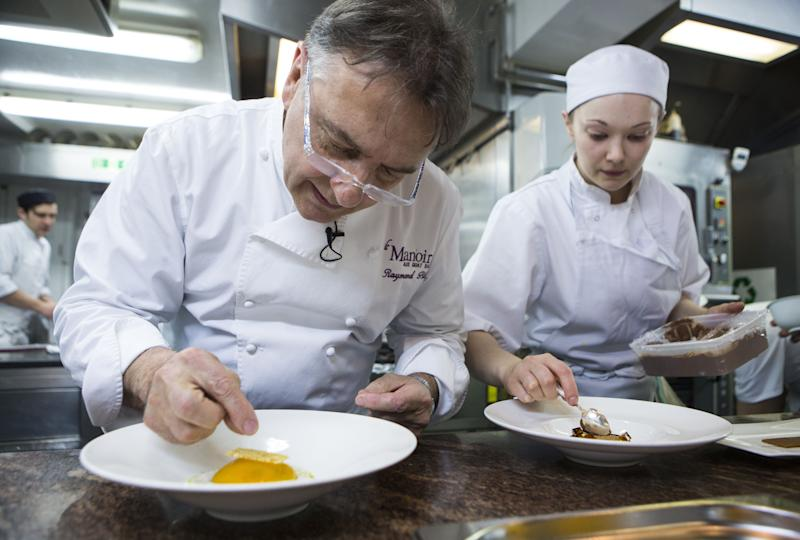 TO GO WITH AFP STORY BY DENIS HIAULT French chef Raymond Blanc (L) prepares dessert in the kitchen of his restaurant, cookery school and hotel 'Belmond Le Manoir aux Quat'Saisons' in Great Milton, east of Oxford, England on March 16, 2015. AFP PHOTO / JACK TAYLOR (Photo credit should read JACK TAYLOR/AFP via Getty Images)