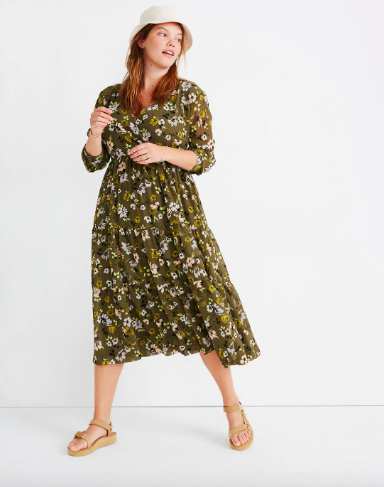 """<p><strong>Madewell</strong></p><p>madewell.com</p><p><strong>$89.99</strong></p><p><a href=""""https://go.redirectingat.com?id=74968X1596630&url=https%3A%2F%2Fwww.madewell.com%2Fcinch-waist-tiered-midi-dress-in-wildblooms-AL296.html&sref=https%3A%2F%2Fwww.cosmopolitan.com%2Fstyle-beauty%2Ffashion%2Fg32950282%2Fcute-rainy-day-outfit-ideas%2F"""" rel=""""nofollow noopener"""" target=""""_blank"""" data-ylk=""""slk:Shop Now"""" class=""""link rapid-noclick-resp"""">Shop Now</a></p><p>A swingy midi with a cream bucket hat and Tevas makes a cute yet practical rainy day outfit. </p>"""
