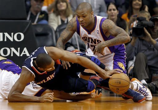 Atlanta Hawks' Al Horford, front, and Phoenix Suns' P.J. Tucker battle for a loose ball during the first half of an NBA basketball game, Friday, March 1, 2013, in Phoenix. (AP Photo/Matt York)