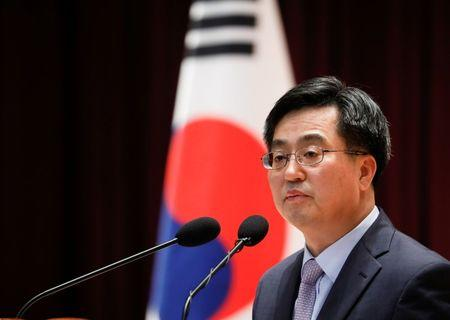 Korea to quickly conduct due diligence on GM's local unit, minister says