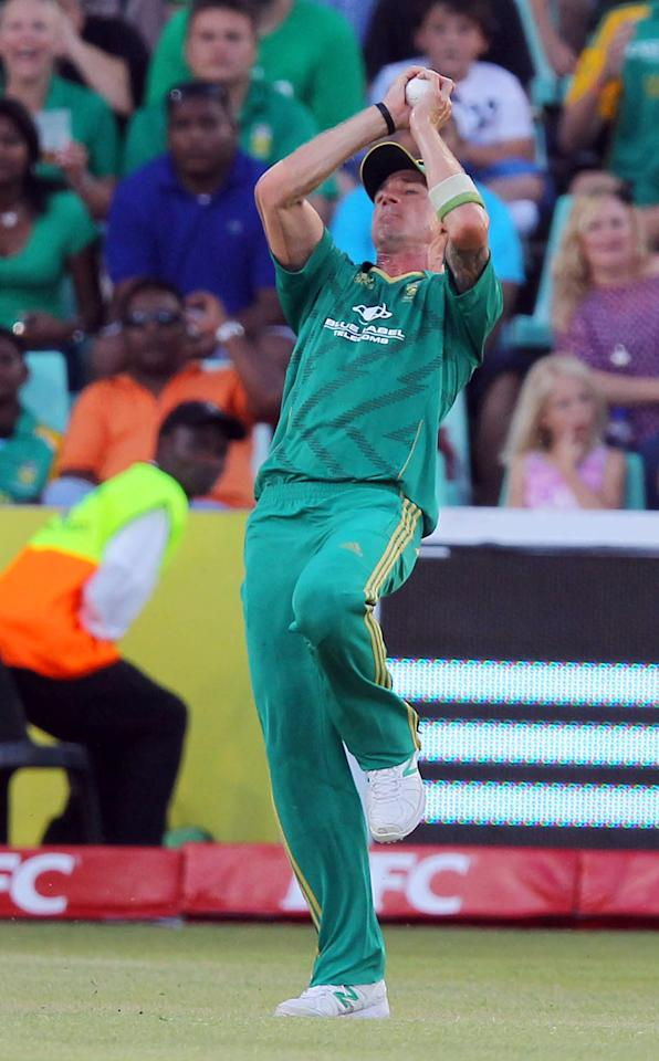 DURBAN, SOUTH AFRICA - DECEMBER 21:   Dale Steyn of South Africa catches Brendon McCullum of New Zealand during the 1st T20 match between South Africa and New Zealand at Sahara Park Kingsmead on December 21, 2012 in Durban, South Africa. (Photo by Anesh Debiky/Gallo Images/Getty Images)