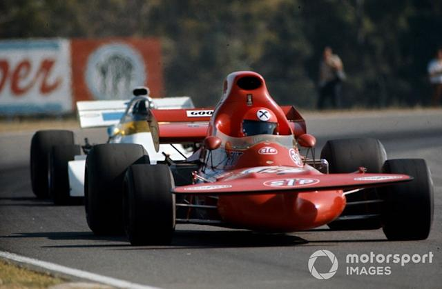 "Niki Lauda, March 721 Ford precede Graham Hill, Brabham BT33 Ford, GP d'Argentina del 1972 <span class=""copyright"">LAT Images</span>"