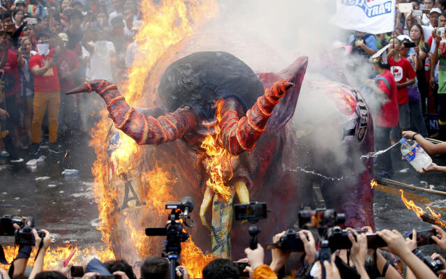 <p>Protesters, mostly workers, burn an effigy depicting President Rodrigo Duterte as a devil, during a rally near the Presidential Palace at the global commemoration of Labor Day Tuesday, May 1, 2018 in Manila, Philippines. (Photo: Bullit Marquez/AP) </p>