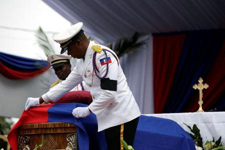Members of the National Palace General Security Unit (USGPN) fix the Haiti National flag onto the coffin of Haiti's former President Rene Preval during his funeral in Port-au-Prince, Haiti, March 11, 2017. REUTERS/Andres Martinez Casares