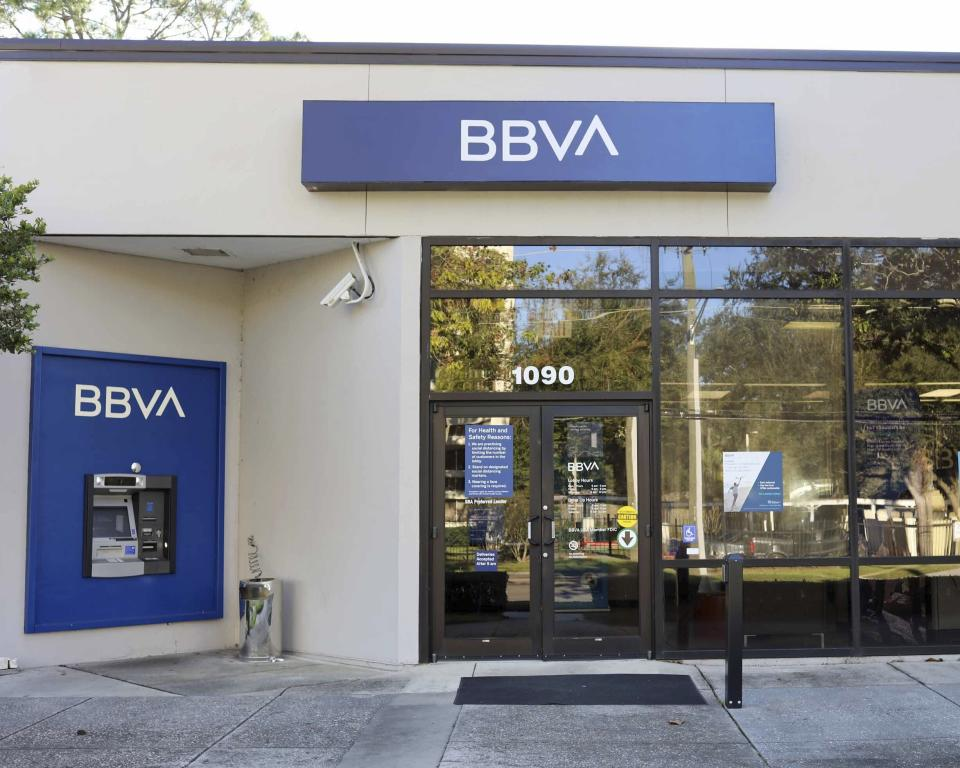 Jacksonville, FL November 17th: The PNC Financial Services Group, Inc. and Banco Bilbao Vizcaya Argentaria, S.A (BBVA) reached an agreement for PNC to acquire BBVA USA Bancshares, Inc., including its U.S. banking subsidiary, BBVA USA, for a purchase price of $11.6 billion. Jacksonville, FL November 17th, 2020 Credit: Edward Kerns II/MediaPunch /IPX