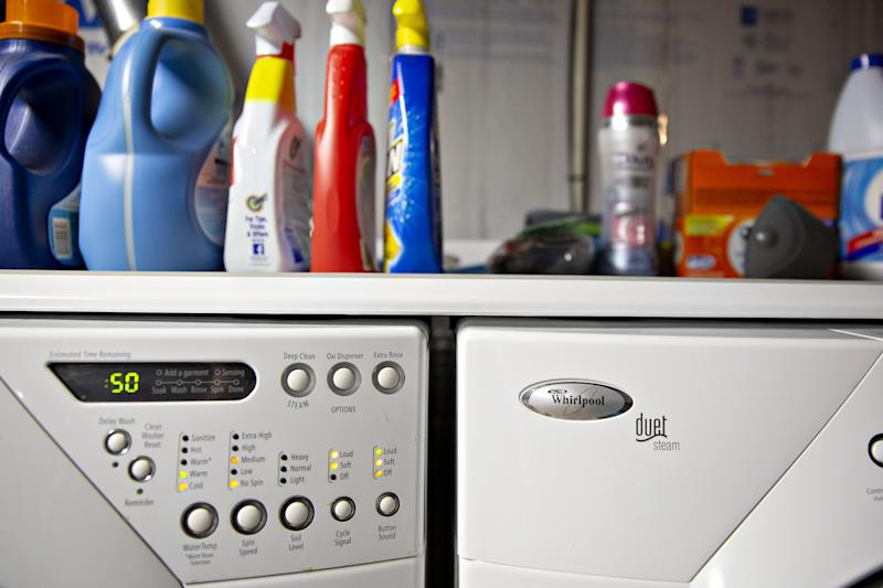 A Whirlpool Corp. washing machine and dryer sit in the basement of a home. Photo: Daniel Acker/Bloomberg