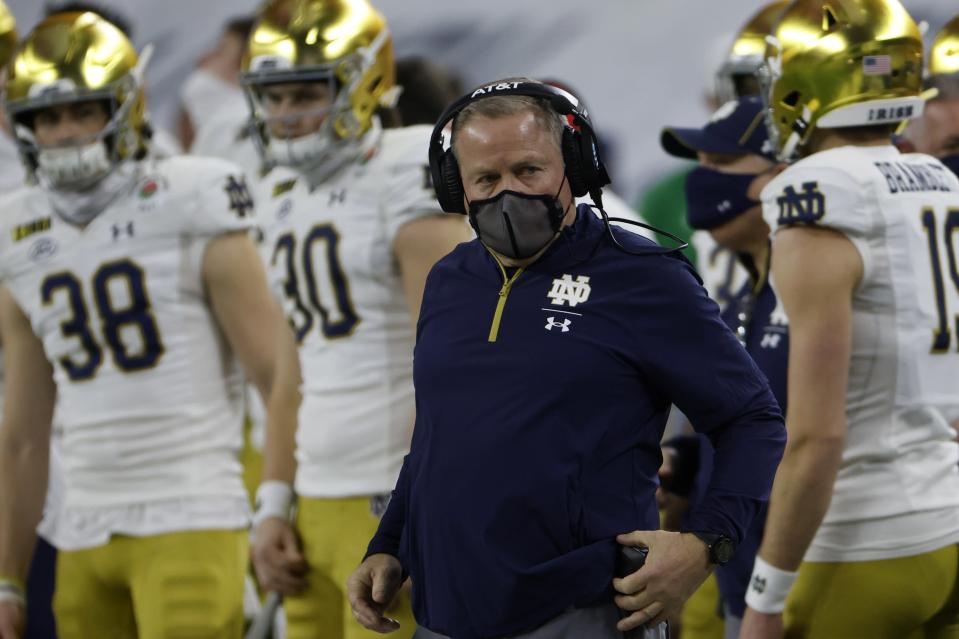 Notre Dame head coach Brian Kelly, center, watches play in the first half of the Rose Bowl NCAA college football game against Alabama in Arlington, Texas, Friday, Jan. 1, 2021. (AP Photo/Ron Jenkins)