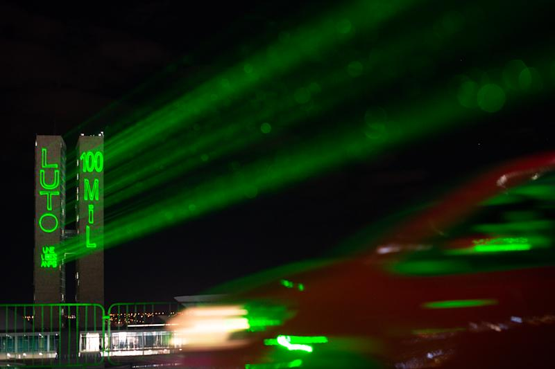 BRASILIA, BRAZIL - AUGUST 11:General view of light projection in honor of the 100,000 fatal victims ofcoronavirus(COVID-19) pandemic at the National Congress on August 11, 2020 in Brasilia. Brazil has over 3.109,000 confirmed positive cases of Coronavirus and has over 103,026 deaths. (Photo by Andressa Anholete/Getty Images)