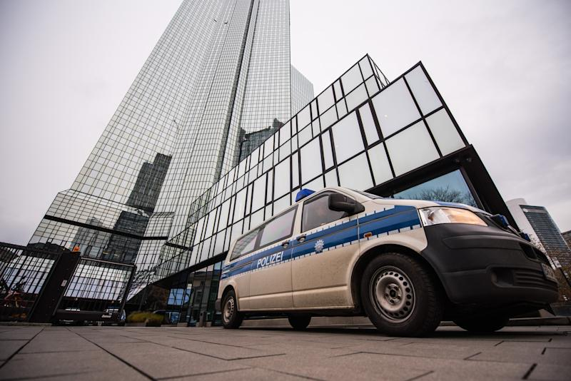 Search of Deutsche Bank offices continues in German 'Panama Papers' probe