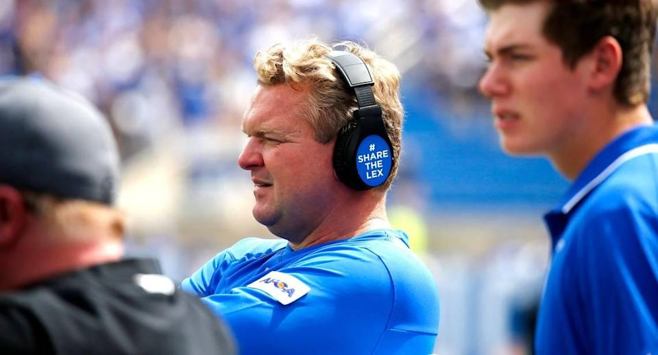 New Kentucky offensive line coach Eric Wolford (center) spent the prior four seasons working in the same position at South Carolina.