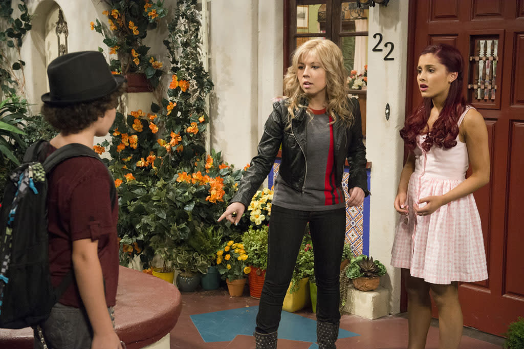 "Dice (Cameron Ocasio), Sam Puckett (Jennette McCurdy) and Cat Valentine (Ariana Grande) in the ""Sam & Cat"" series premiere, ""#Pilot."""
