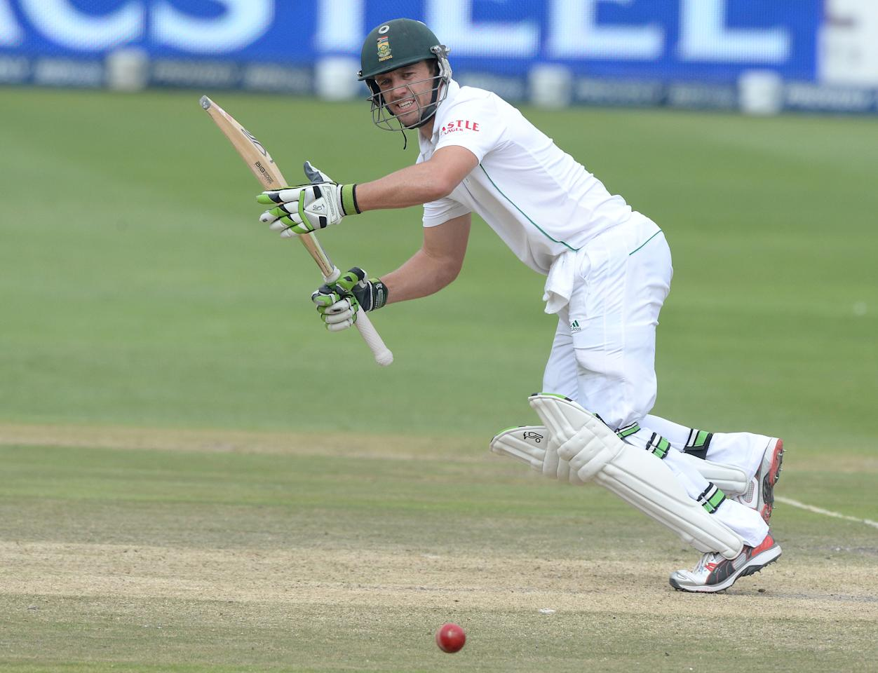 JOHANNESBURG, SOUTH AFRICA - DECEMBER 22:  AB de Villiers of South Africa sets off for a run during day 5 of the 1st Test match between South Africa and India at Bidvest Wanderers Stadium on December 22, 2013 in Johannesburg, South Africa. (Photo by Duif du Toit/Gallo Images)