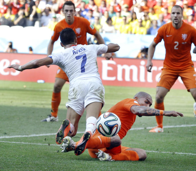 Netherlands' Nigel de Jong stops Chile's Alexis Sanchez's attack during the group B World Cup soccer match between the Netherlands and Chile at the Itaquerao Stadium in Sao Paulo, Brazil, Monday, June 23, 2014. The Netherlands defeated Chile 2-0. (AP Photo/Kirsty Wigglesworth)