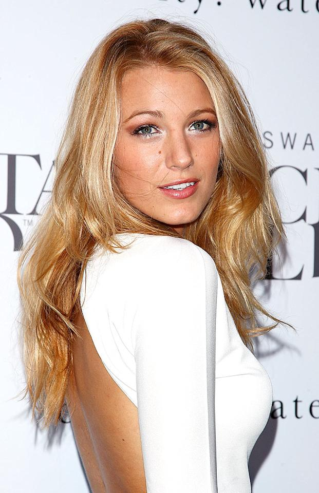 """But, Leighton isn't the only CW star with flawless skin. Her co-star, Blake Lively, also has a marvelous mug. Andrew H. Walker/<a href=""""http://www.gettyimages.com/"""" target=""""new"""">GettyImages.com</a> - June 25, 2009"""
