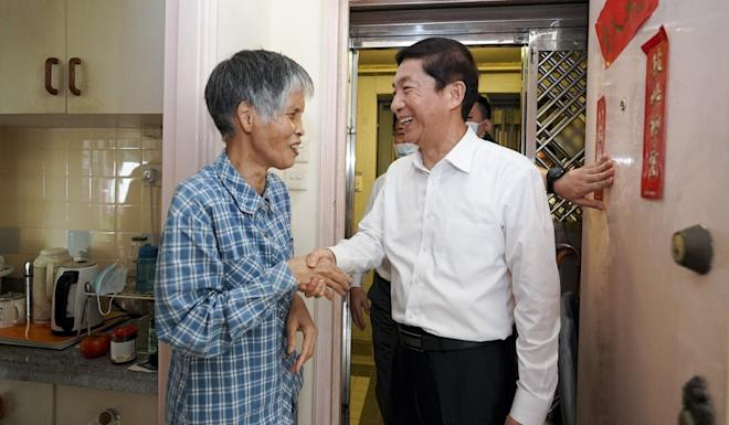 Luo Huining offers holiday greetings to a 74-year-old woman who donated HK$110,000 to Hubei province's fight against the coronavirus. Photo: Handout