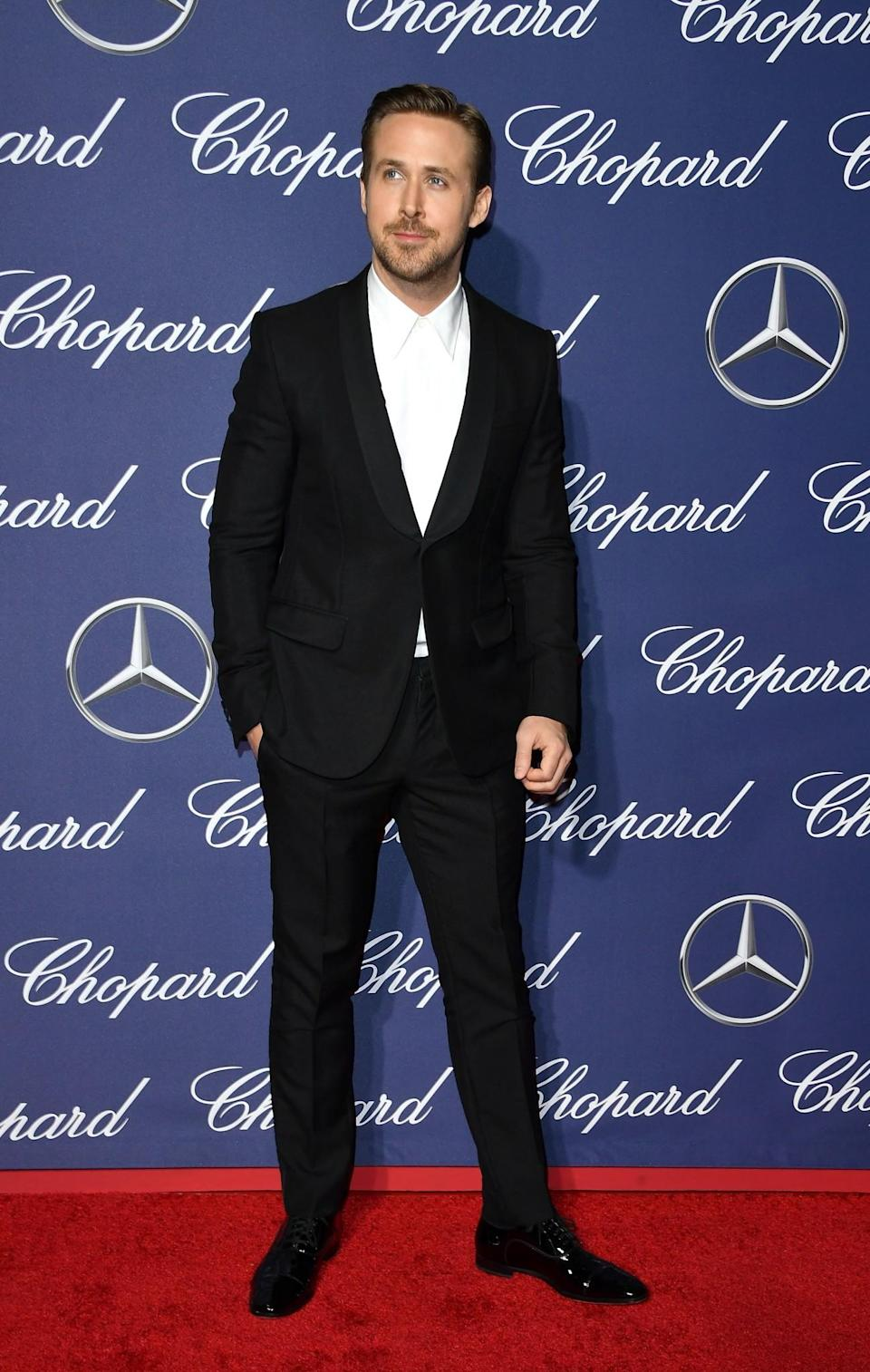 <p>Gosling opted to go sans tie for the red carpet event. [Photo: Getty] </p>