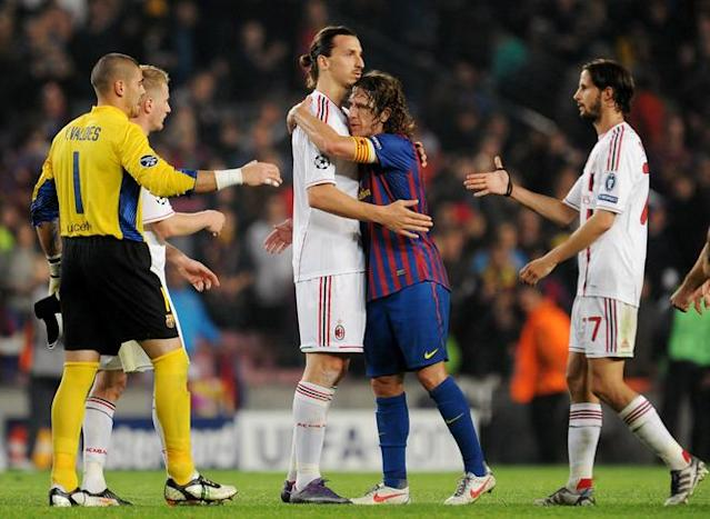 Barcelona's captain Carles Puyol (C-R) hugs AC Milan's Swedish forward Zlatan Ibrahimovic (C-L) at the end of the Champions League quarter-final second leg football match FC Barcelona vs AC Milan on April 3, 2012 at Camp Nou stadium in Barcelona. FC Barcelona defeated AC Milan 3-1 to reach the semi-finals. AFP PHOTO / ALBERTO LINGRIA