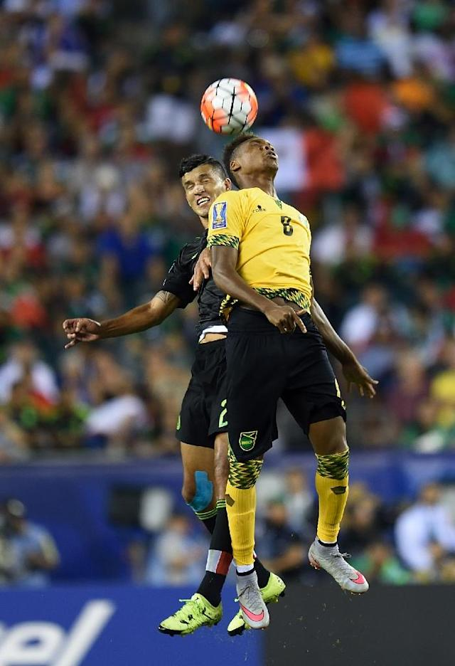 Jamaica's Michael Seaton (R) and Mexico's Francisco Javier Rodriguez go high for a ball during the 2015 CONCACAF Gold Cup final July 26, 2015 in Philadelphia, Pennsylvania (AFP Photo/Don Emmert)