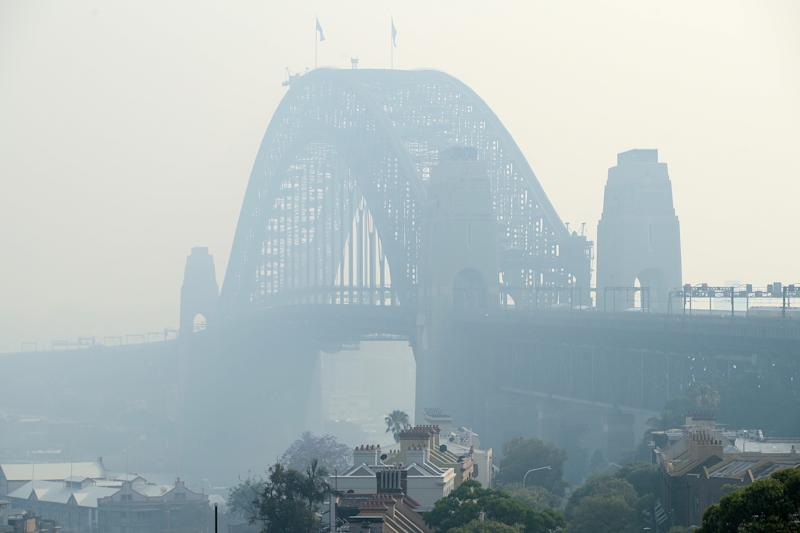 Sydney Harbour Bridge shrouded in smoke haze as bushfires continue to burn across the eastern seaboard. Source: Getty Images