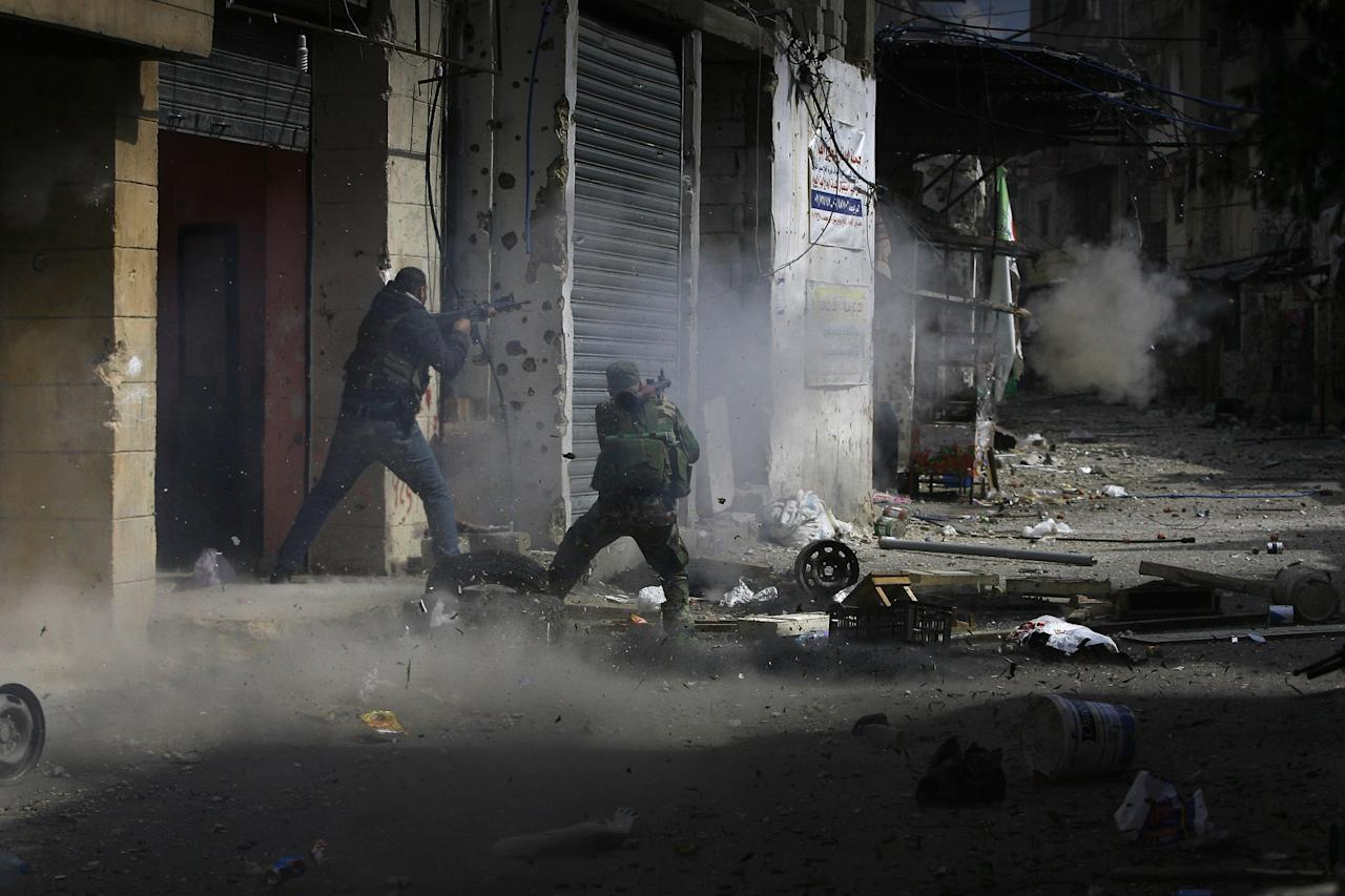 <p>A member of the Palestinian Fatah Movement fires an RPG during a clashes that erupted between the Palestinian Fatah Movement and Islamists in the Palestinian refugee camp of Ein el-Hilweh near the southern port city of Sidon, Lebanon, April 9, 2017. Ein el-Hilweh, the largest of 12 Palestinian refugee camps in Lebanon, is notorious for its lawlessness and is home to some extremists who sympathize with the Islamic State group and al-Qaida. (Photo: Mohammed Zaatari/AP) </p>