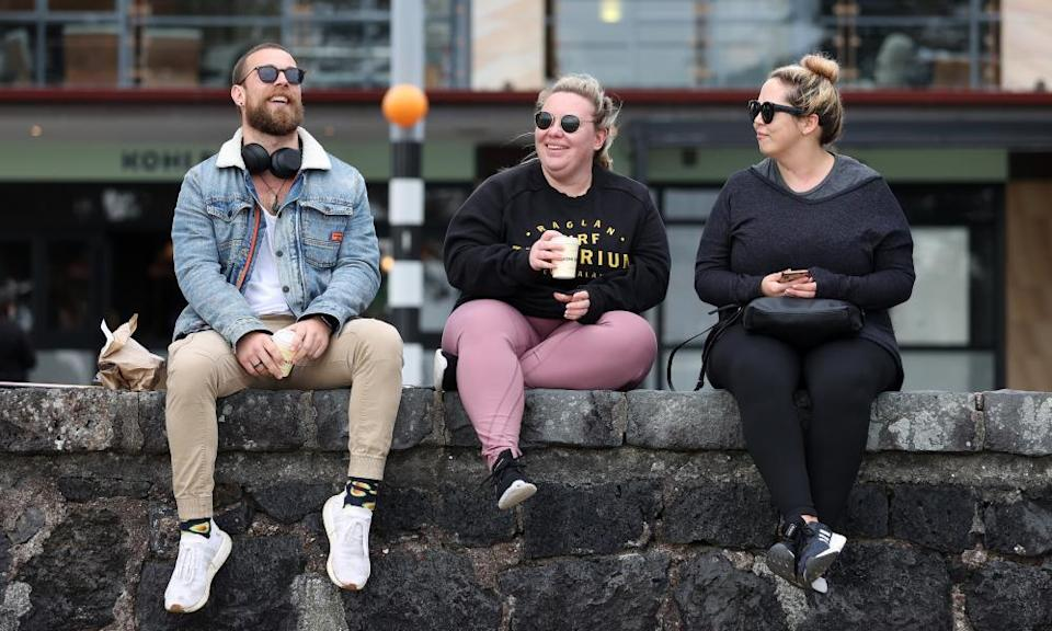 People enjoy their coffee at Kohimarama Beach on September 22, 2021 in Auckland, New Zealand.