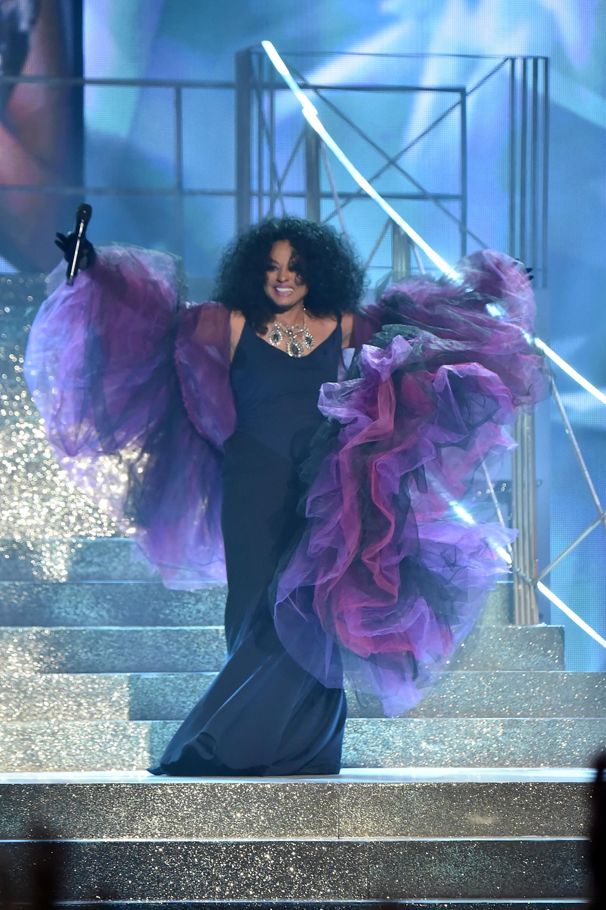 LOS ANGELES, CA - NOVEMBER 19: Diana Ross onstage during the 2017 American Music Awards at Microsoft Theater on November 19, 2017 in Los Angeles, California. (Photo by Jeff Kravitz/AMA2017/FilmMagic for dcp)