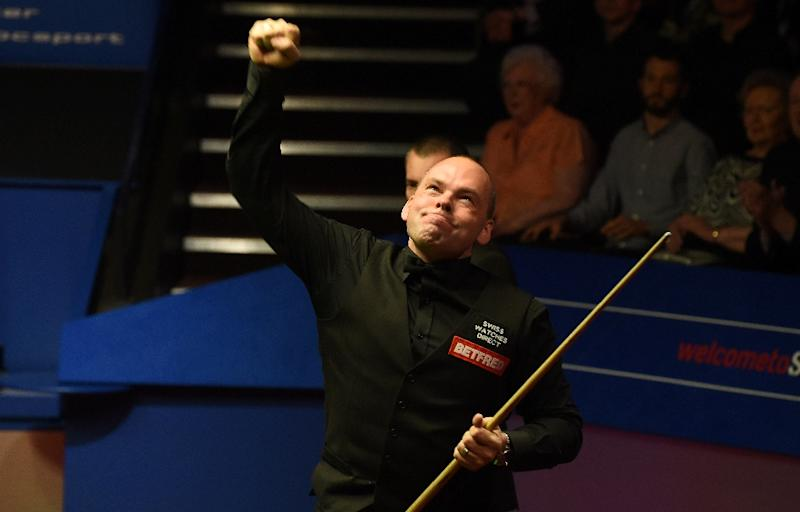 Stuart Bingham beat Ng On-yee in an exhibition match in Hong Kong last June (AFP Photo/Paul Ellis)