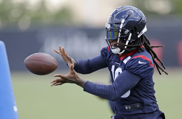 "<a class=""link rapid-noclick-resp"" href=""/nfl/players/26650/"" data-ylk=""slk:DeAndre Hopkins"">DeAndre Hopkins</a> has some of the best hands in the business. He's a no-doubt first-round receiver in fantasy. (AP Photo/David J. Phillip)"