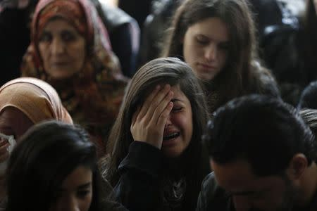 A relative (C) of Palestinian minister Ziad Abu Ein mourns during his funeral in the West Bank city of Ramallah December 11, 2014. REUTERS/Mohamad Torokman