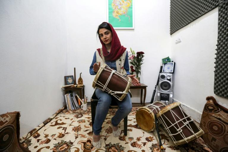Ex-Dingo member Negin Heydari said the band tried to arrange performances for mixed audiences themselves but it was difficult to coordinate and they gave up