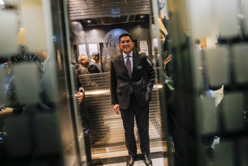 Yesterday, Azmin downplayed the meeting by saying that it was a normal meeting and he is open to anyone who wants to meet him. — Picture by Hari Anggara