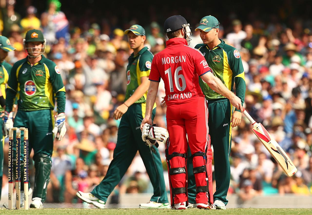 SYDNEY, AUSTRALIA - JANUARY 19:  Eoin Morgan of England and Australian captain Michael Clarke have words after Morgan stood his ground to dispute a catch by Daniel Christian of Australia during game three of the One Day International Series between Australia and England at Sydney Cricket Ground on January 19, 2014 in Sydney, Australia.  (Photo by Mark Nolan/Getty Images)