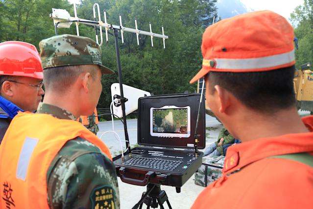 <p>Chinese paramilitary police look at a screen as they use a drone to investigate the collapse situation after an earthquake in Jiuzhaigou county </p>